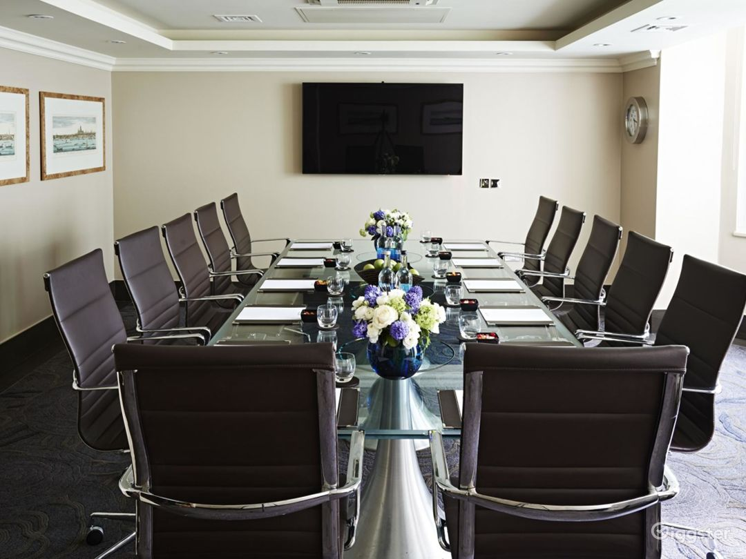 Private Room 4 for up to 28 guests in Cromwell Road, London Photo 1