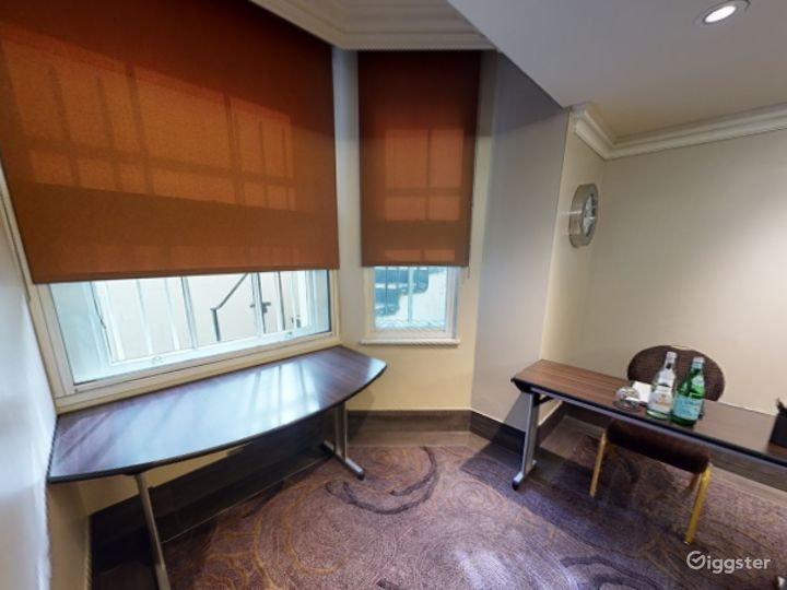Private Room 4 for up to 28 guests in Cromwell Road, London Photo 3