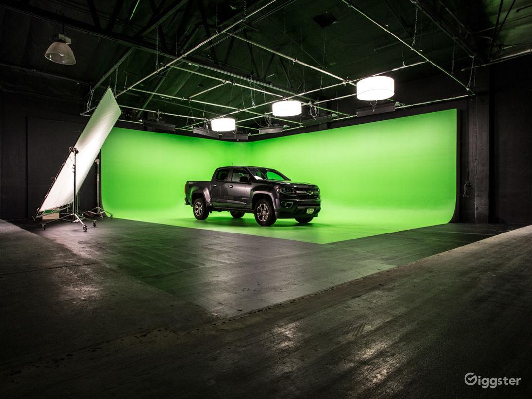 HUGE GREEN SCREEN   FilmStudioLA Photo 1