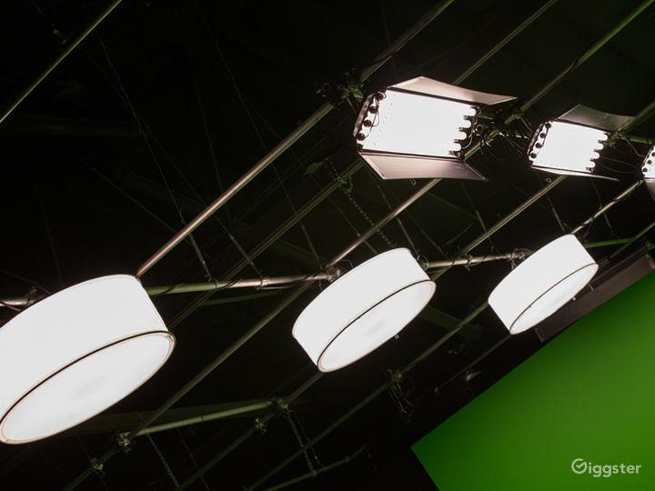 HUGE GREEN SCREEN   FilmStudioLA Photo 4