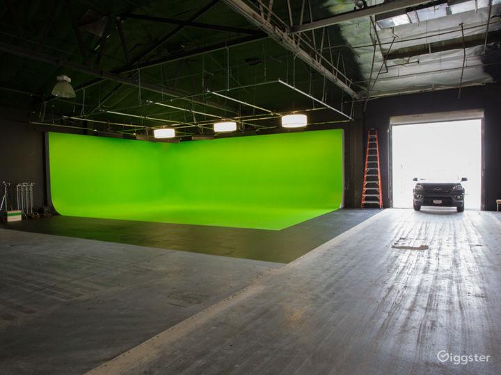 HUGE GREEN SCREEN   FilmStudioLA Photo 2