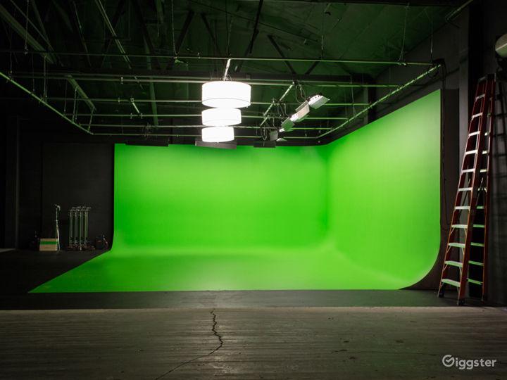 HUGE GREEN SCREEN   FilmStudioLA Photo 3