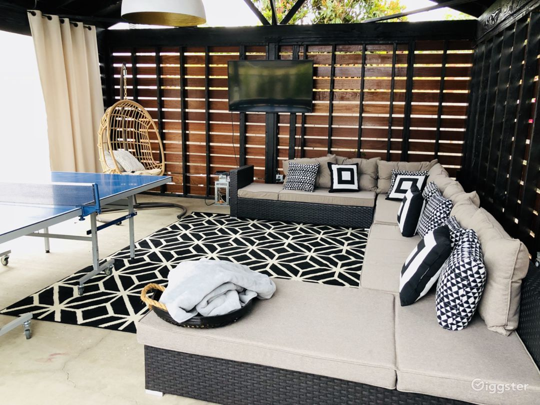 Modern Home with Outdoor Zen Lounge / Hangout  Photo 2
