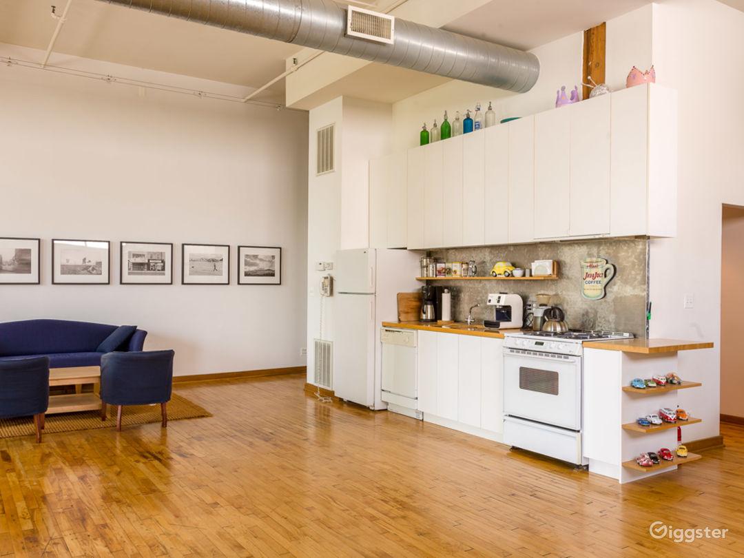 Logan Square loft studio Photo 2