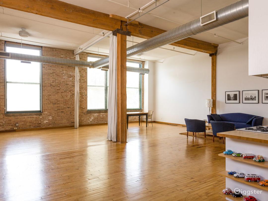 Logan Square loft studio Photo 3