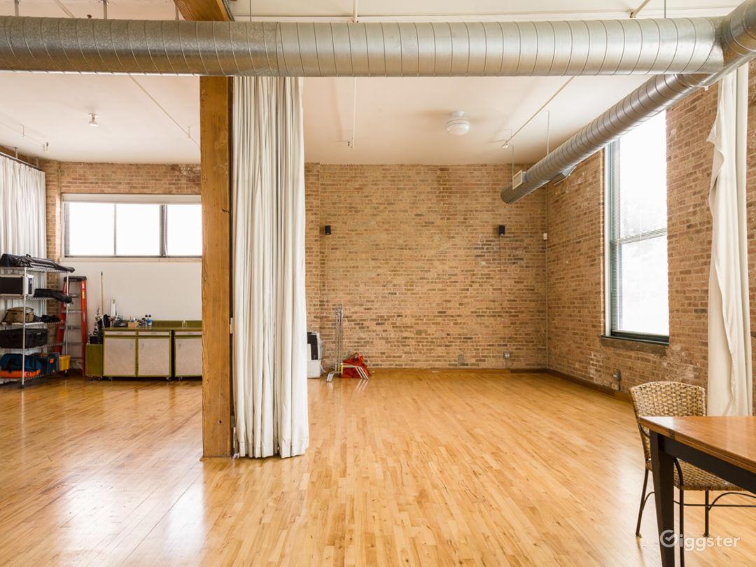 Logan Square loft studio Photo 4