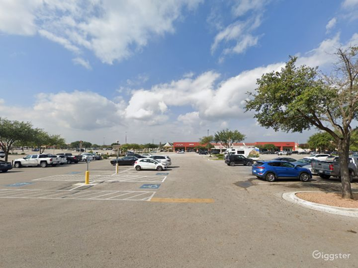 Spacious Parking Lot in San Marcos Photo 5