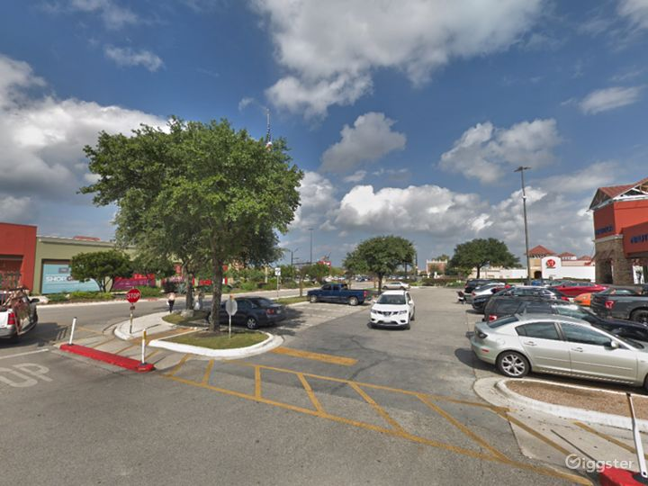 Spacious Parking Lot in San Marcos Photo 4