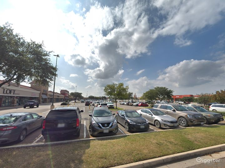 Spacious Parking Lot in San Marcos Photo 3