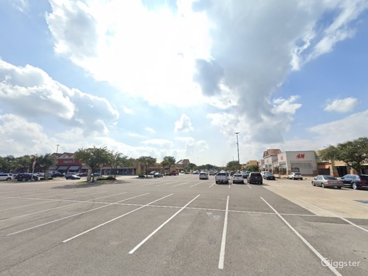 Spacious Parking Lot in San Marcos Photo 2