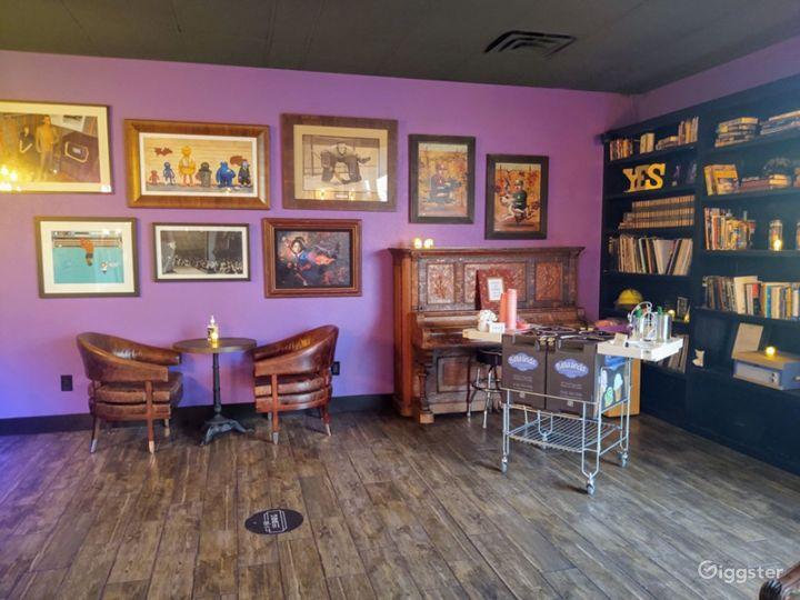 Elegant Lobby Space with Full Bar Photo 4