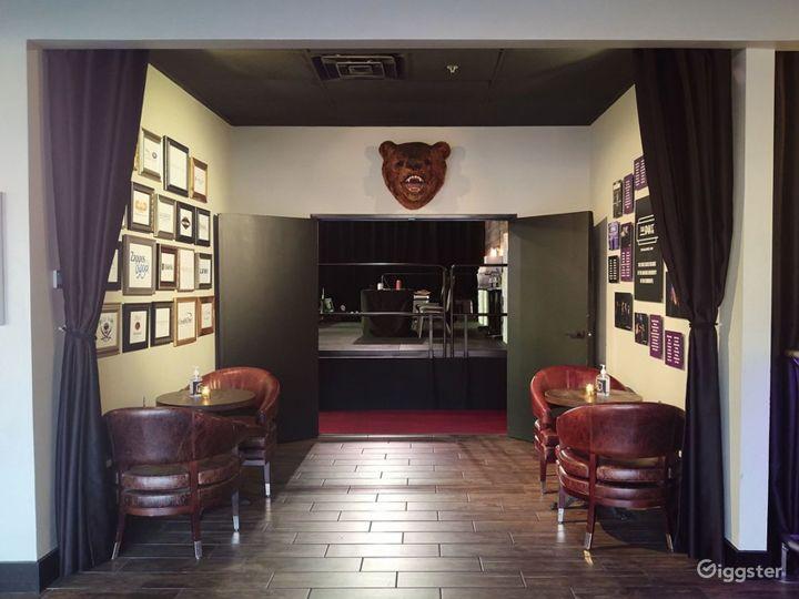 Elegant Lobby Space with Full Bar Photo 5