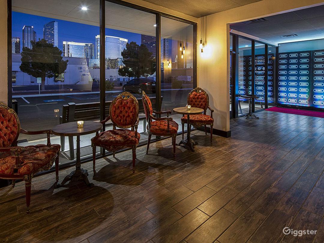 Elegant Lobby Space with Full Bar Photo 1