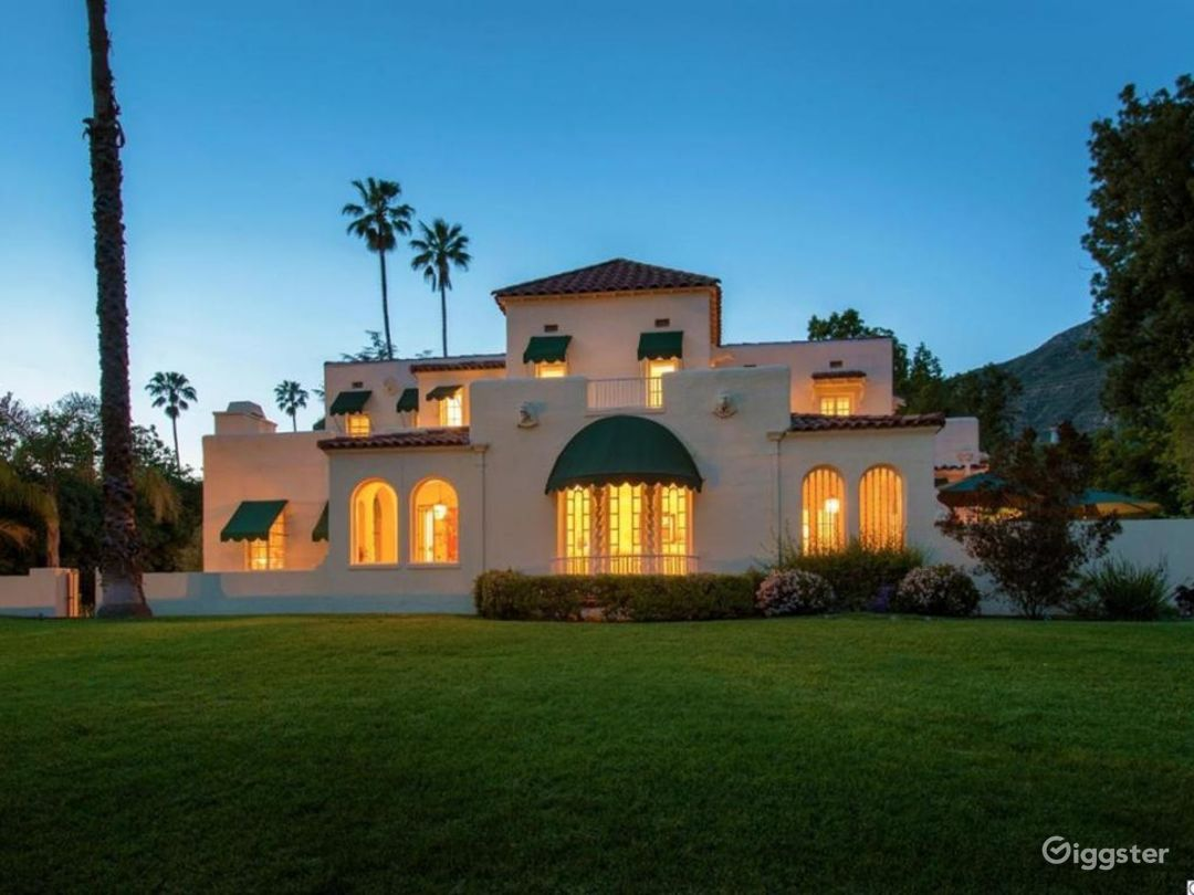 Large estate, Spanish Oasis in the hills Photo 3