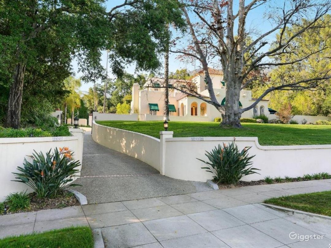 Large estate, Spanish Oasis in the hills Photo 5