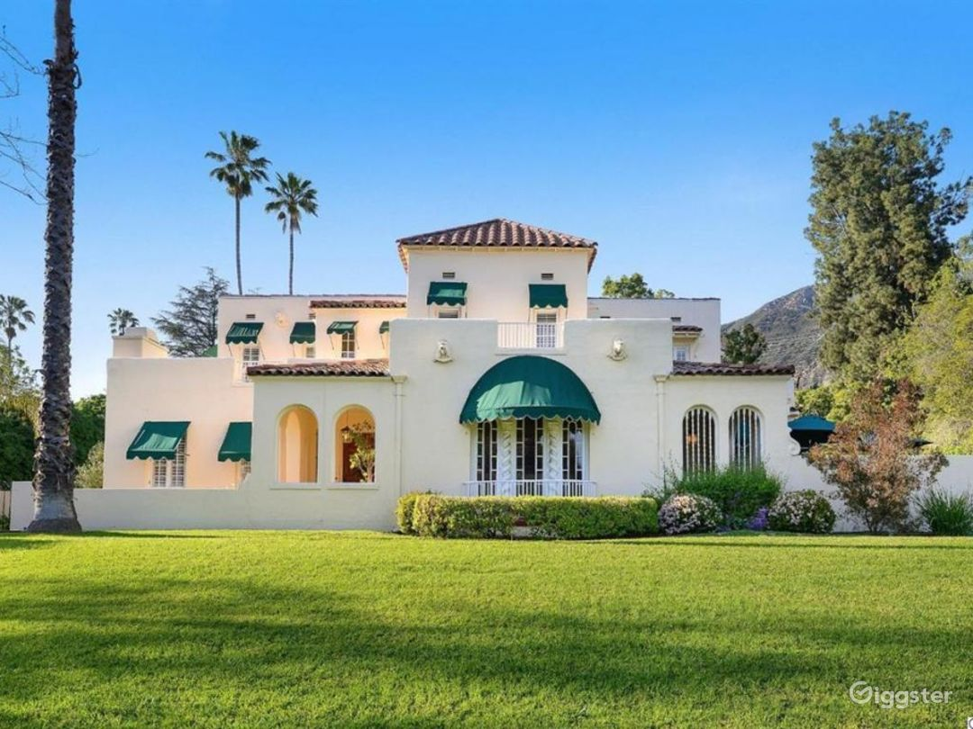 Large estate, Spanish Oasis in the hills Photo 2