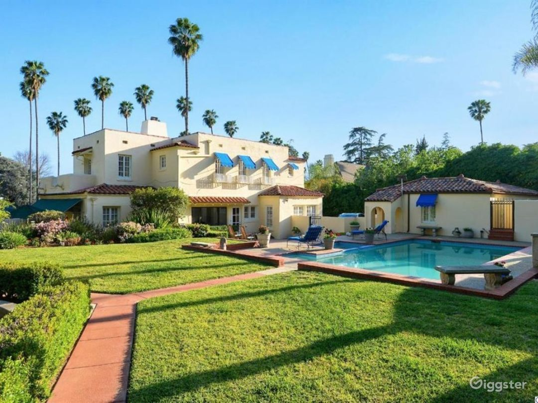 Large estate, Spanish Oasis in the hills Photo 1