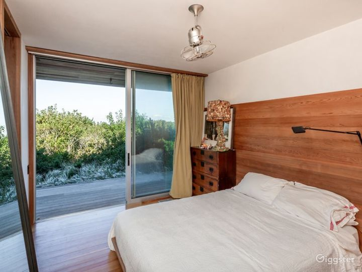 Contemporary beach home: Location 5258 Photo 4