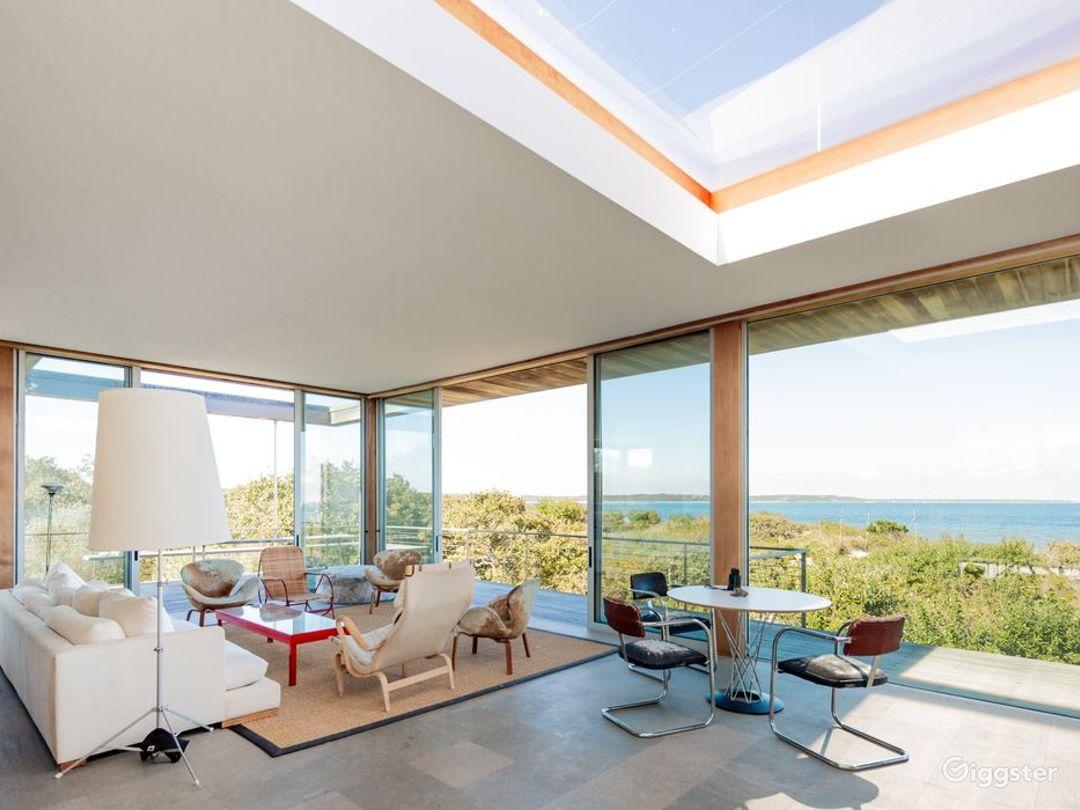 Contemporary beach home: Location 5258 Photo 1