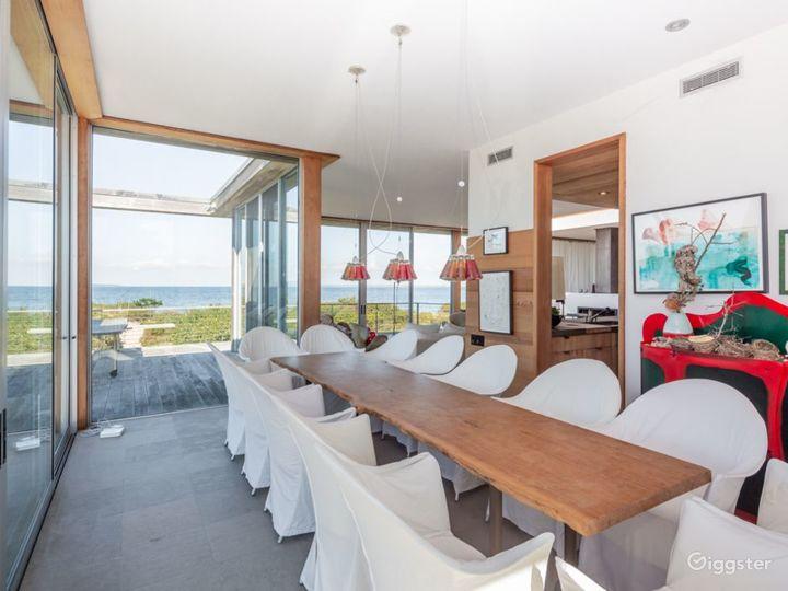 Contemporary beach home: Location 5258 Photo 3