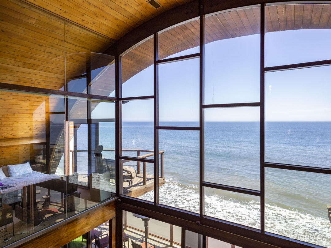 Architectural Beach House Photo 1