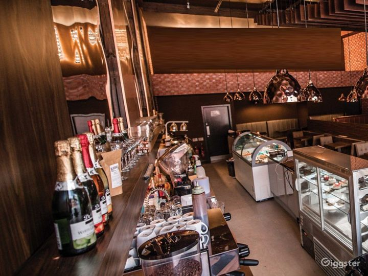 Luxurious and Spacious Dessert Lounge  Photo 2