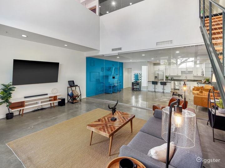 Unique Modern Contemporary Loft with Natural Light Photo 3