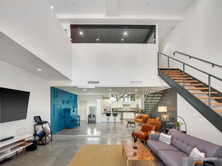 Unique Modern Contemporary Loft with Natural Light Photo 4