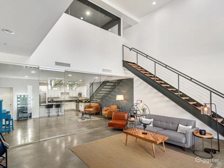 Unique Modern Contemporary Loft with Natural Light Photo 2