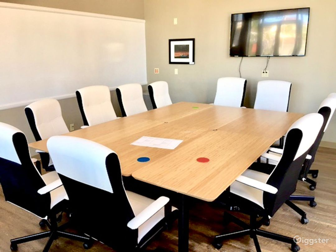 Natural-Lit Conference Room in San Rafael Photo 1