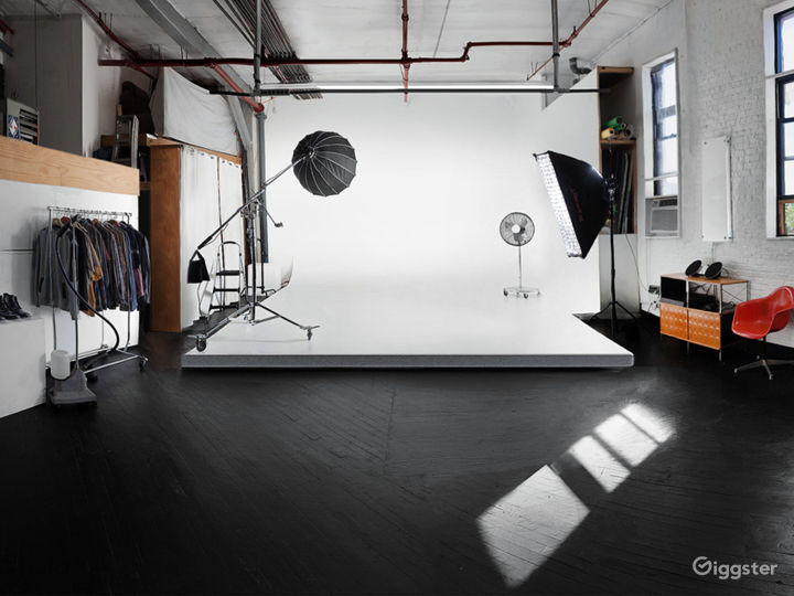 Professional Photography Studio With Cyc & Lights