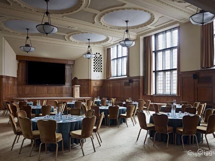 Hoare Memorial Hall in London Photo 2