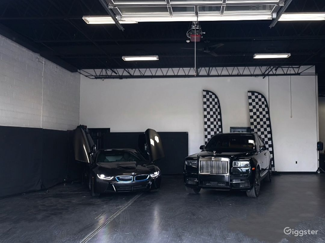 Industrial Space with Luxury Cars Best for Filming & Photoshoots Photo 1