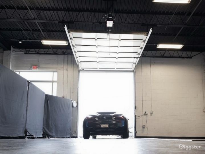 Industrial Space with Luxury Cars Best for Filming & Photoshoots Photo 2