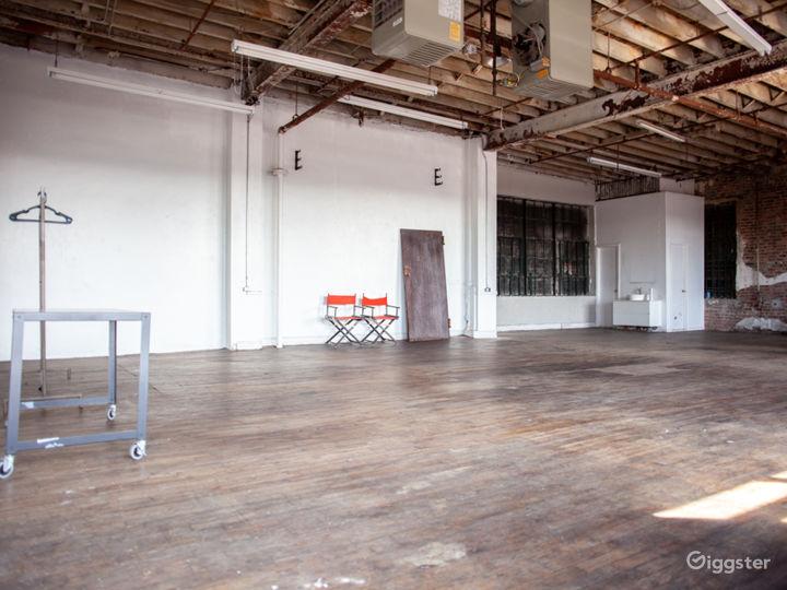 Antique Daylight Huge Loft Studio Warehouse Photo 2
