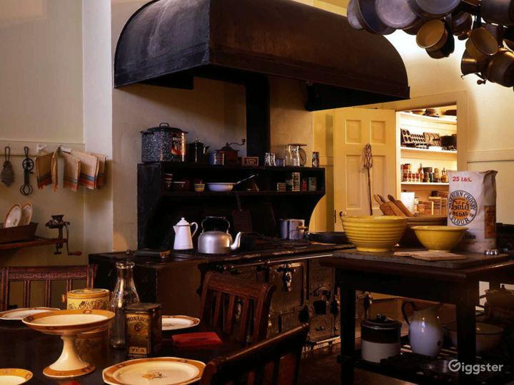 Kitchen facing (NW)