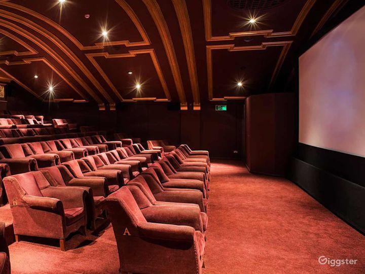 Beautiful Auditorium in London Photo 5