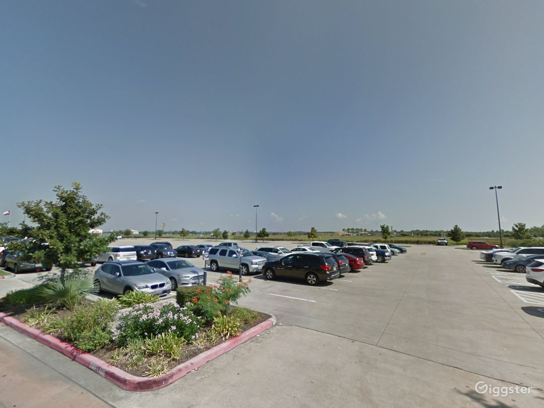 Open Spacious Location in Houston Photo 1