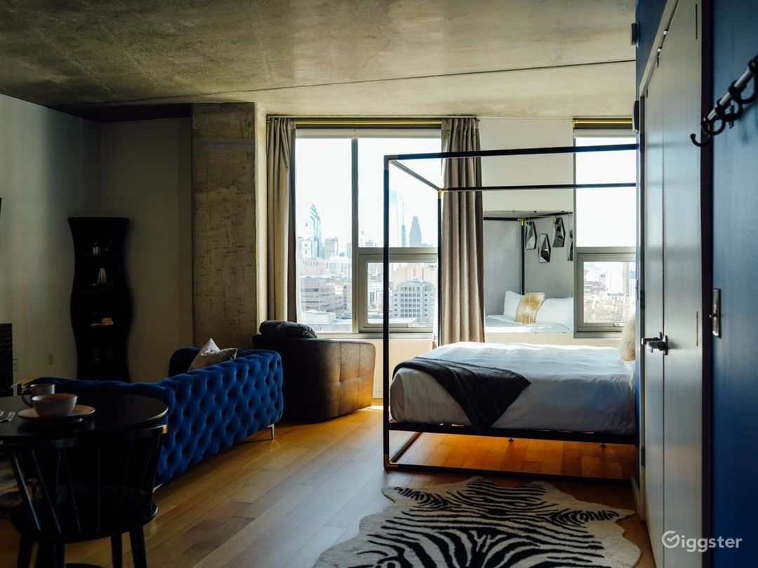 Luxury Penthouse with Skyline View Photo 5