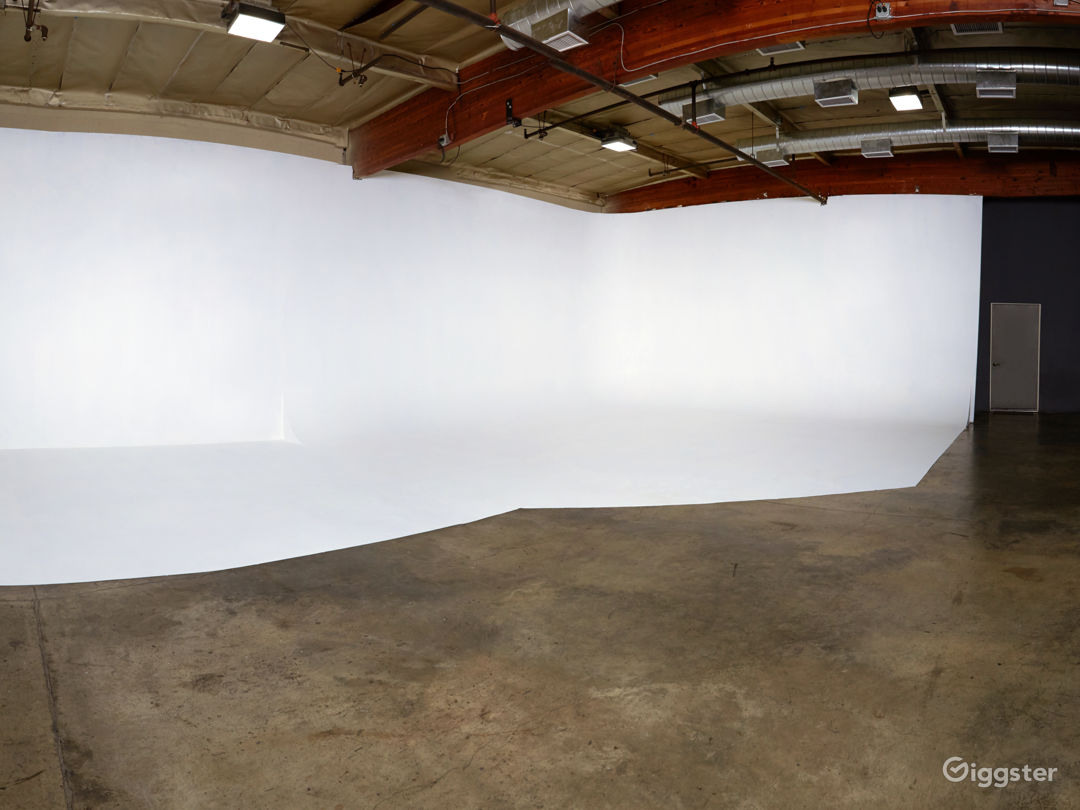 Photography/Film Studio near DTLA with CYC Photo 1