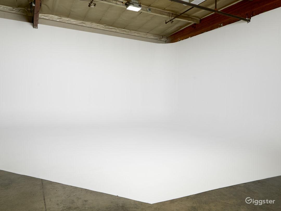 Photography/Film Studio near DTLA with CYC Photo 3