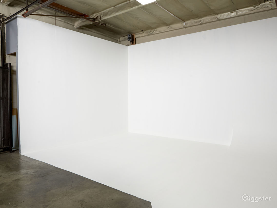 Photography/Film Studio near DTLA with CYC Photo 2