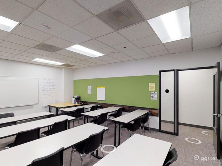 Spacious and Well-Equipped Classroom in Portland Photo 4