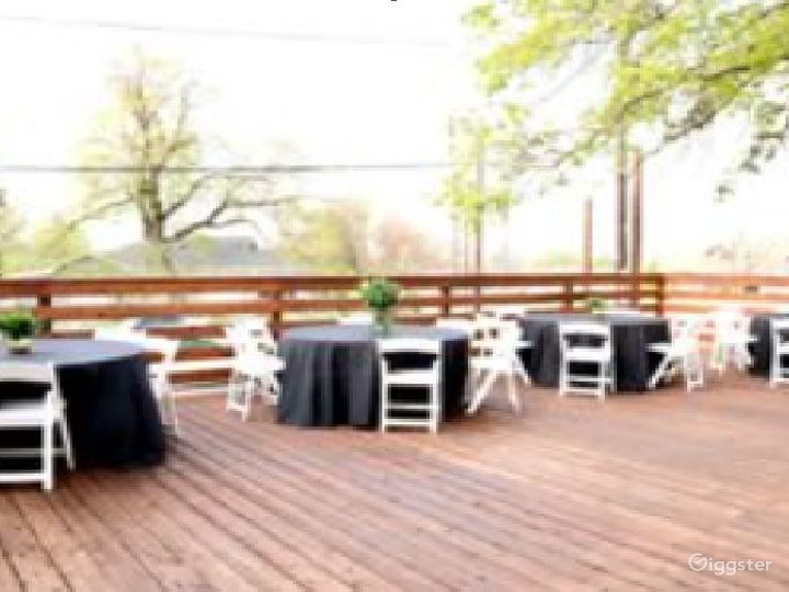 Beautiful and breath taking spacious patio Photo 4