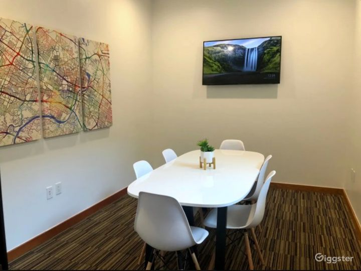 Beautiful Mid Sized Conference Room Downtown Austin on 6th Street Photo 4
