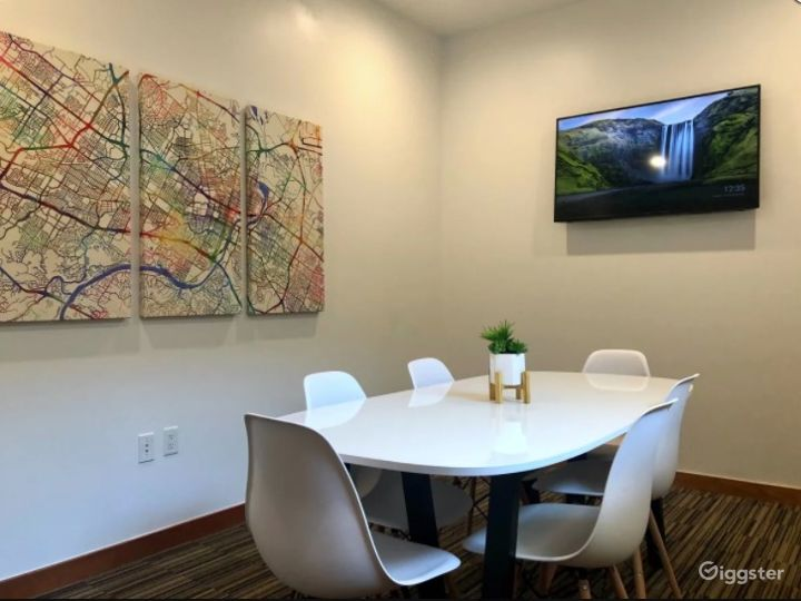 Beautiful Mid Sized Conference Room Downtown Austin on 6th Street Photo 3