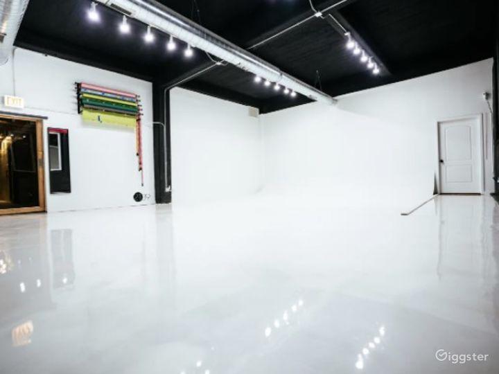 Natural Light Photo / Video Studio with Cyc Wall & RGB Lights Photo 4