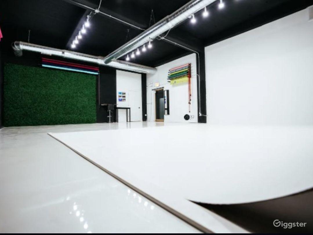 Natural Light Photo / Video Studio with Cyc Wall & RGB Lights Photo 1