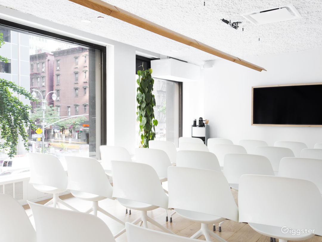 Grand Conference Room for Photoshoots in Midtown Photo 3