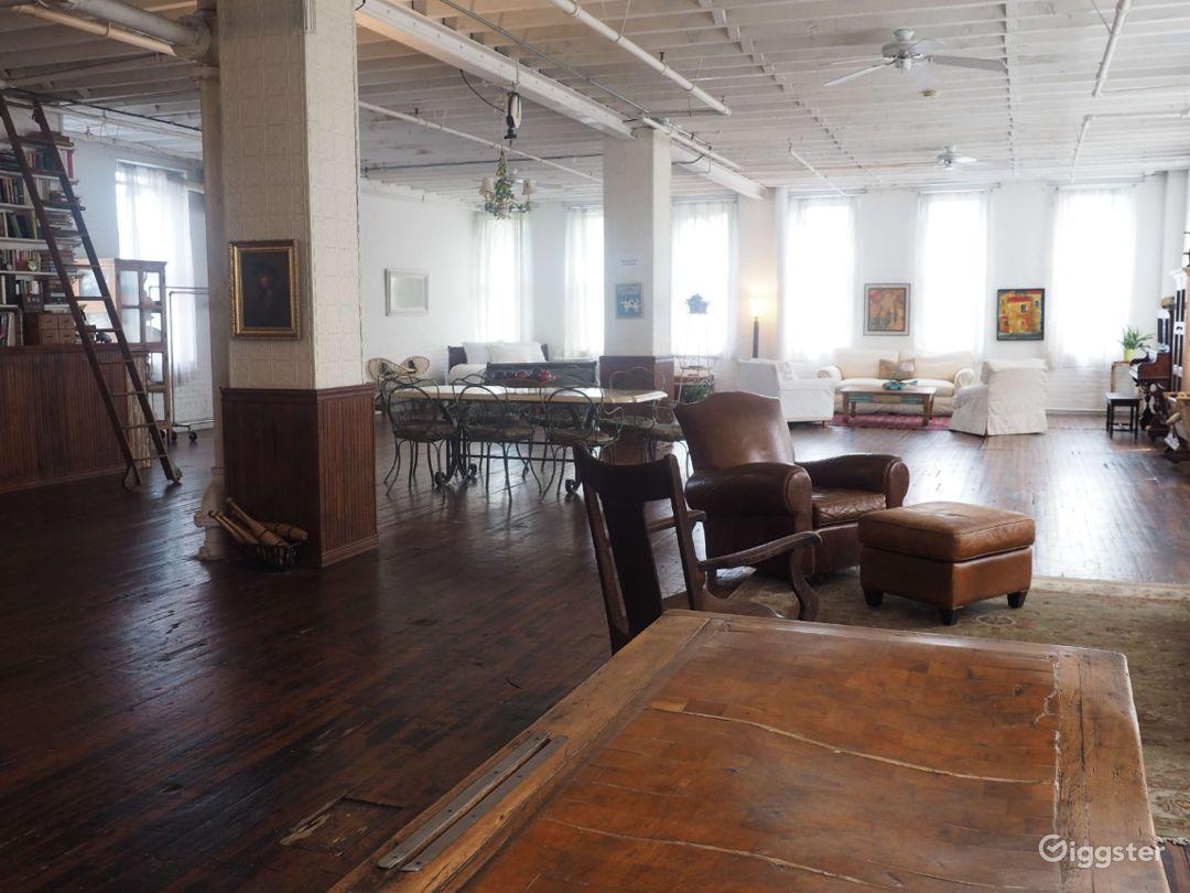 Large Studio with Shooting Bathroom in Brooklyn-4000 Sq Ft Photo 2